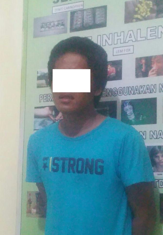 Pemuda Ini terdiam Ketika Polisi Temukan Barang Bukti